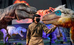 Tokyo (Japan), 10/12/2020.- A staff member poses with moving models of a Utahraptor (R) and Tyrannosaurus (L) during a press preview of the 'Dino-A-Live' dinosaurs art exhibition in Tokyo, Japan, 10 December 2020. The Dino-A-Live show features dinosaurs moving in a realistic way thanks to the 'Dino-Techne' human-operated mechanism that enable the dinosaurs to walk, move their heads and jaws. The event will run from 11 December to 30 December 2020. (Japón, Tokio) EFE/EPA/FRANCK ROBICHON EDITORIAL USE ONLY EDITORIAL USE ONLY