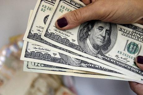 Moeda bateu R$ 5,5670 na venda