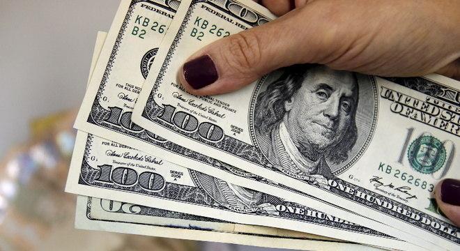 Dólar inicia quarta-feira com leve alta contra o real após dias de aversão