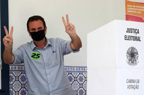 Candidato do DEM votou neste domingo (29), na zona sul do RJ