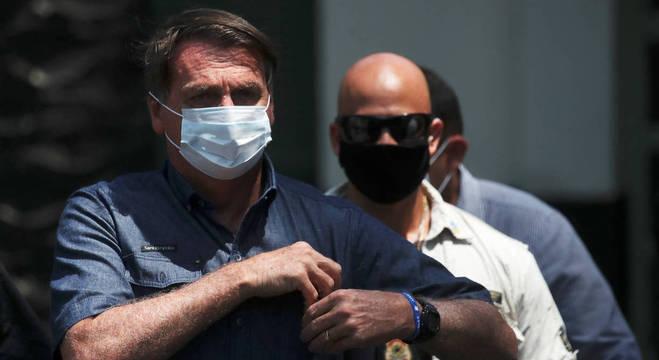 Bolsonaro deixa seu local de votação no Rio de Janeiro