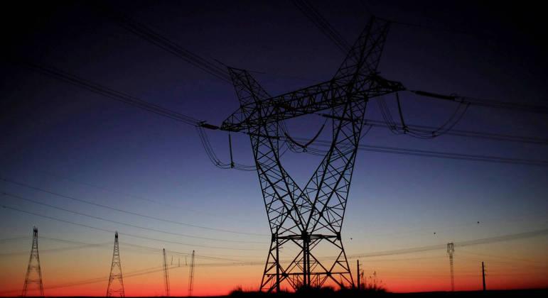 Torres de energia. Governo fará programa de redução voluntária de consumo