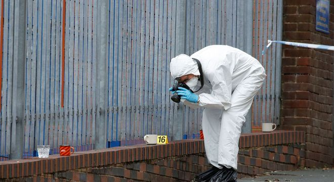 Cena do crime é investigada em Birmingham, no Reino Unido