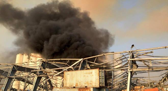 Região portuária de Beirute foi atingida por explosões nesta terça-feira (4)