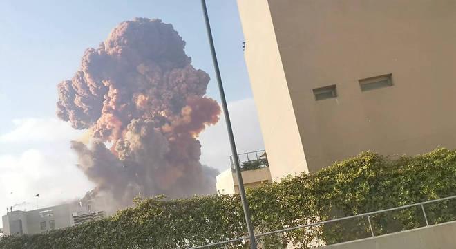 A explosão teria acontecido em um navio carregado de fogos de artifício