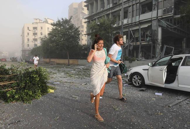 Pegou sua câmera e saiu para as ruas, se deparando com inúmeros corpos e pessoas em pânico