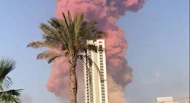 Fumaça alaranjada assusta os moradores de Beirute, inclusive os parentes de Niaz