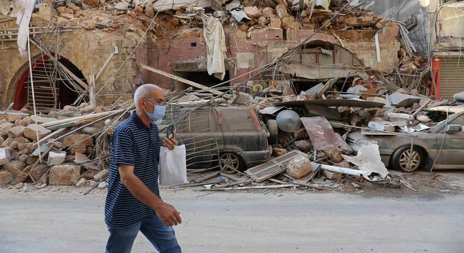 Explosão se soma à crise econômica e à pandemia de coronavírus no Líbano