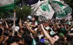 A celebração, que invadiu a madrugada de domingo (31), deixou os fãs completamente enlouquecidos, uma vez que o clube não conquistava o título há 21 anos