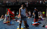 Participants make their way on the Griboyedov Canal during the Fontanka-SUP stand up paddle boarding festival in Saint Petersburg, Russia August 8, 2020. REUTERS/Anton Vaganov