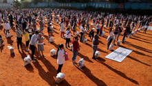 Grupo distribui cestas básicas para moradores de Heliópolis