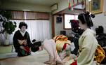 """Mayu and Maki bow to Ikuko, who are all geisha, before making their way to work at a party being hosted by customers at a luxury restaurant, where they will be entertaining with other geisha, at Ikuko's home, during the coronavirus disease (COVID-19) outbreak, in Tokyo, Japan, June 23, 2020. REUTERS/Kim Kyung-Hoon SEARCH """"GEISHA COVID-19"""" FOR THIS STORY. SEARCH """"WIDER IMAGE"""" FOR ALL STORIES."""