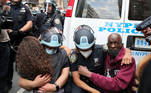 Police officers embrace with demonstrators during a protest against the death in Minneapolis police custody of George Floyd, in the Manhattan borough of New York City, U.S., June 2, 2020. REUTERS/Jeenah Moon