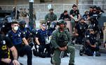 Officers kneel with protesters during a protest against the death in Minneapolis in police custody of African-American man George Floyd, in Downtown Atlanta, Georgia, U.S. June 1, 2020. REUTERS/Dustin Chambers TPX IMAGES OF THE DAY