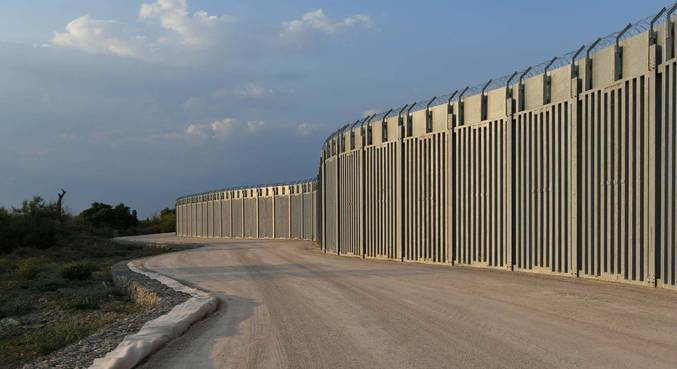 Muralha de 40km foi instalada na fronteira entre a Grécia e a Turquia