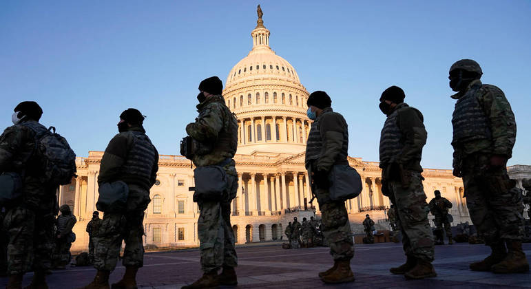 FBI vai investigar tropas por medo de ataque interno contra Biden