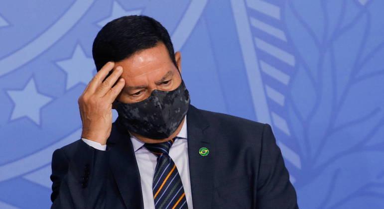Para Mourão, críticas ao ministro Pazuello, general do Exército, não respingam nas Forças Armadas