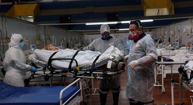 Pacientes com covid atendidos no hospital de campanha de Santo André (SP)