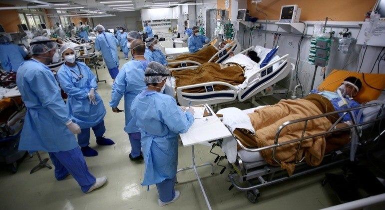 Mortes semanais nas Américas superam as de qualquer semana em 2020, disse diretora da Opas