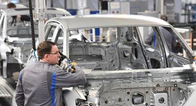 Indústria automobilística registra caixa negativo já nos primeiros 30 dias fechada