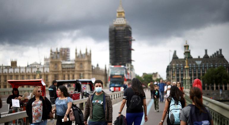 Inglaterra derruba restrições sanitárias na segunda; uso de máscara não será mais obrigatório