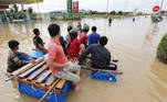 Phnom Penh (Cambodia), 19/10/2020.- People navigate a flooded street on the outskirts of Phnom Penh, Cambodia, 19 October 2020. According to media repor?ts, at least 22 people were killed and over 20,000 were evacuated in the aftermath of heavy floods. (Inundaciones, Camboya) EFE/EPA/MAK REMISSA