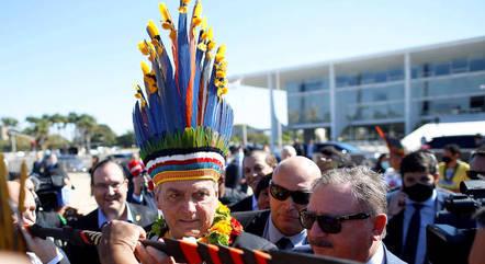 Bolsonaro recebeu índios no Planalto