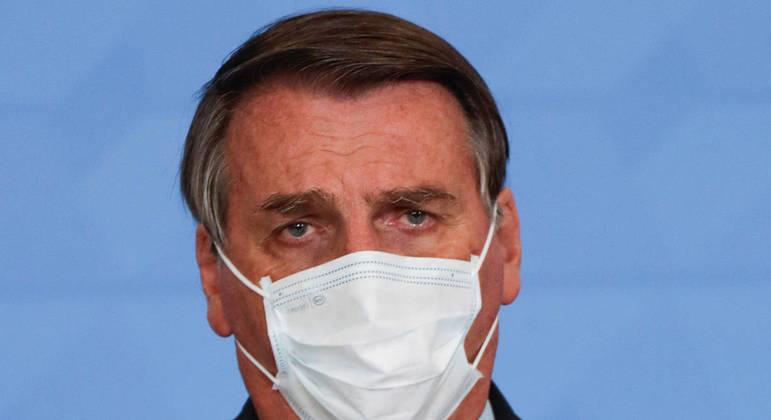 Pesquisa aponta que aprovação de Bolsonaro caiu muito