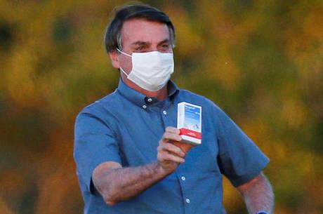 Bolsonaro vetou retirada de remédios por terceiros