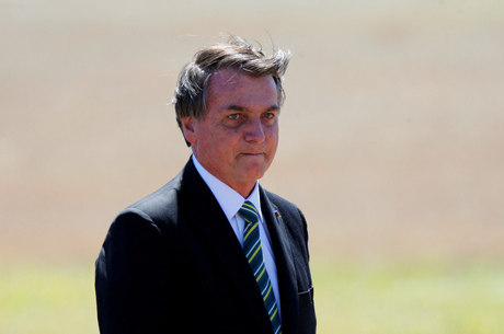 Bolsonaro fará cirurgia para retirar pedra na bexiga