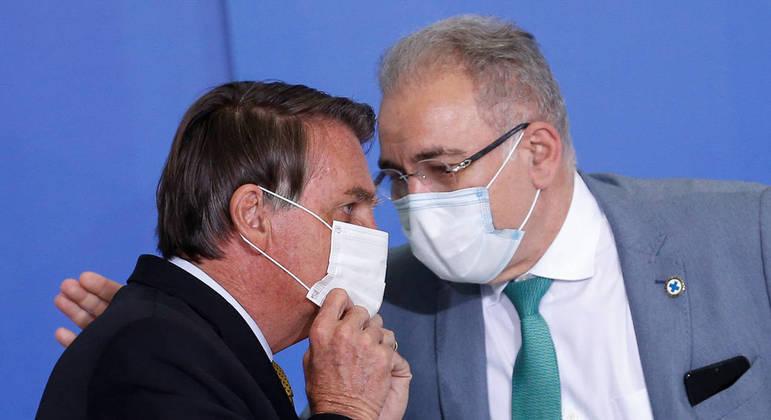 Bolsonaro, em conversa com Queiroga, diz que a relação entre ambos não é apenas 'Eu falo e ele obedece': 'Ele é médico e eu não sou'