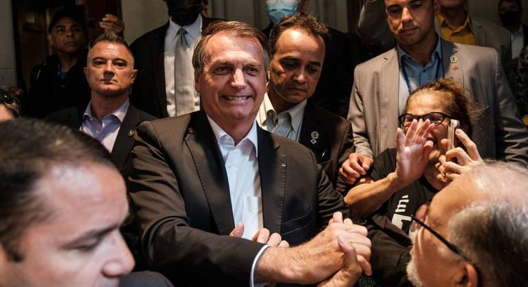 Bolsonaro cumprimentou apoiadores após discurso na Assembleia da ONU