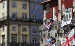 Soccer Football - Champions League - Fans in Porto ahead of the Champions League Final Manchester City v Chelsea - Porto, Portugal - May 29, 2021 Manchester City fans before the match REUTERS/Carl Recine