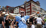 Soccer Football - Champions League - Fans in Porto ahead of the Champions League Final Manchester City v Chelsea - Porto, Portugal - May 29, 2021 Manchester City fans outside a bar in Porto ahead of the match REUTERS/Carl Recine