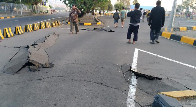 Terremoto atingiu a ilha de Lombok, na Indonésia, no domingo (19)