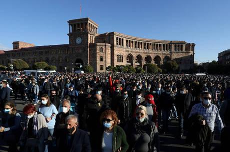 Oposição pede renúncia de premiê da Armênia