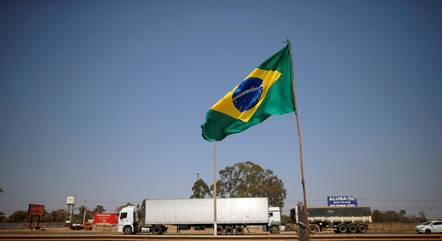 Caminhoneiros vão se reunir dia 18 em Brasília