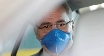Queiroga pede uso de máscara e distanciamento social
