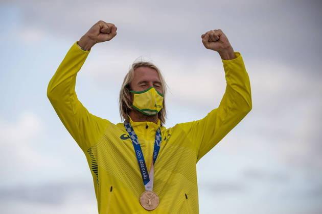 Ainda no surfe, o dono do bronze entre os homens, o australiano Owen Wright, usou máscara com as cores do comitê olímpico do país dele nos Jogos 2020