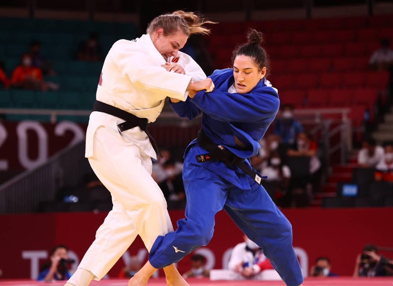 Mayra Aguiar, em ação, na repescagem contra a russa Aleksandra Babintseva