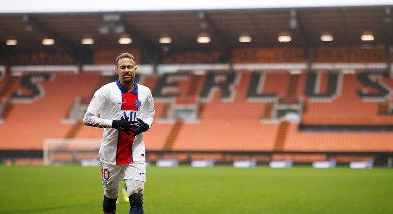 Neymar se recupera e é relacionado para partida contra o Olympique de Marselha