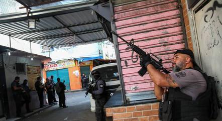 Mourão diz que policial foi morto em operação normal