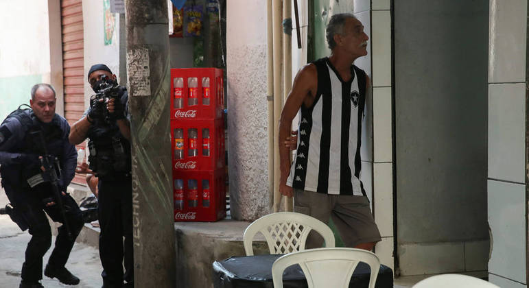 STF chegou a suspender no ano passado as operações policiais em comunidades do Rio