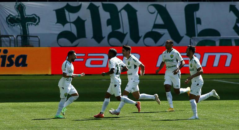 O Cuiabá surpreendeu o Palmeiras e abriu o placar logo aos 2 minutos de partida, com Clayson