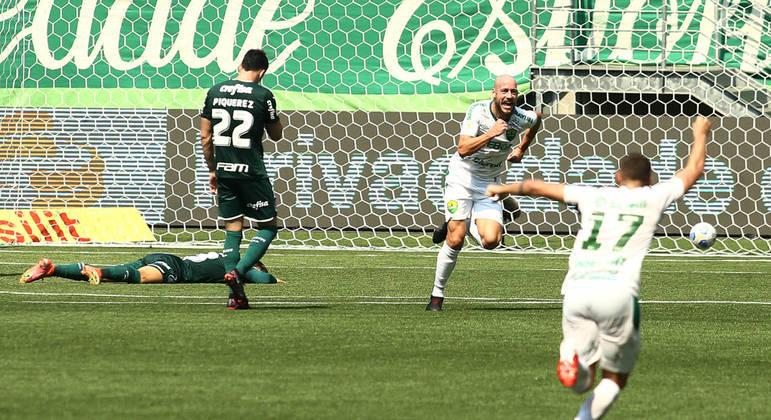 Uillian Correia marcou aos 48 minutos. Decretou o desastre palmeirense no Allianz