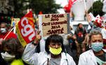 French health workers attend a demonstration on the Bastille Day in Paris, as part of a nationwide day of actions to urge the French government to improve wages and invest in public hospitals, in the wake of the coronavirus disease (COVID-19) crisis, in France, July 14, 2020. REUTERS/Gonzalo Fuentes