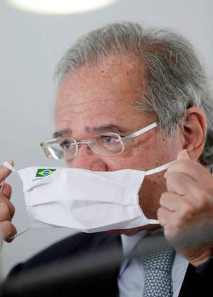"""""""2[ onda da pandemia veio muito mais forte"""", lamentou Guedes"""