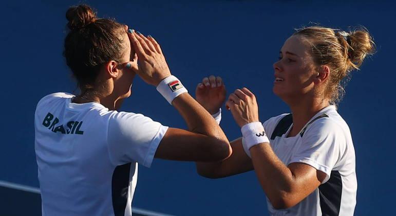 Stefani Pigossi e Luisa Stefani se livraram de quatro match points em vitória histórica