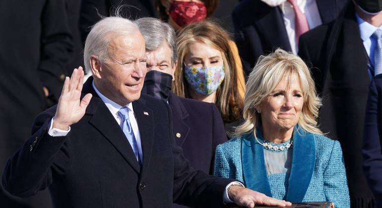 Joe Biden prometeu várias medidas logo nas primeiras horas de governo