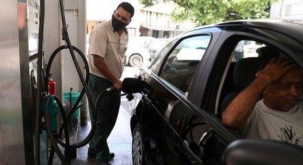 Preço médio da gasolina no Brasil é de R$ 5,866